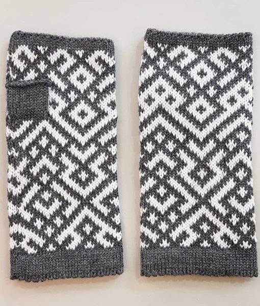 Ethnographic-fingerless-gloves-Tines (15)