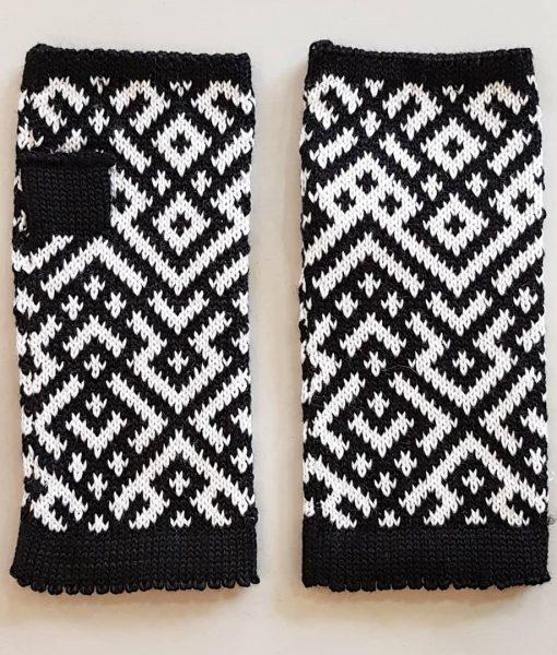 Ethnographic-fingerless-gloves-Tines (16)